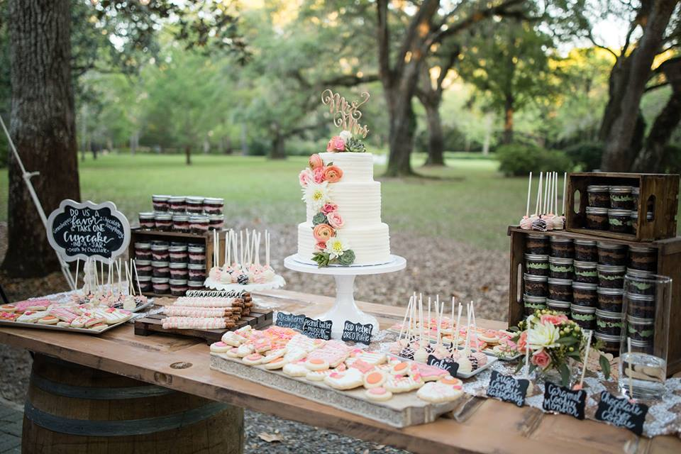 Outdoor Rustic Wedding Dessert Table | 3 Sweet Girls Cakery