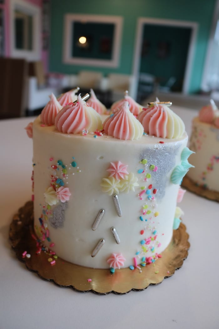 Pastel Store Cake with Silver | 3 Sweet Girls Cakery