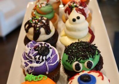 Tray of Halloween Cupcakes   3 Sweet Girls Cakery