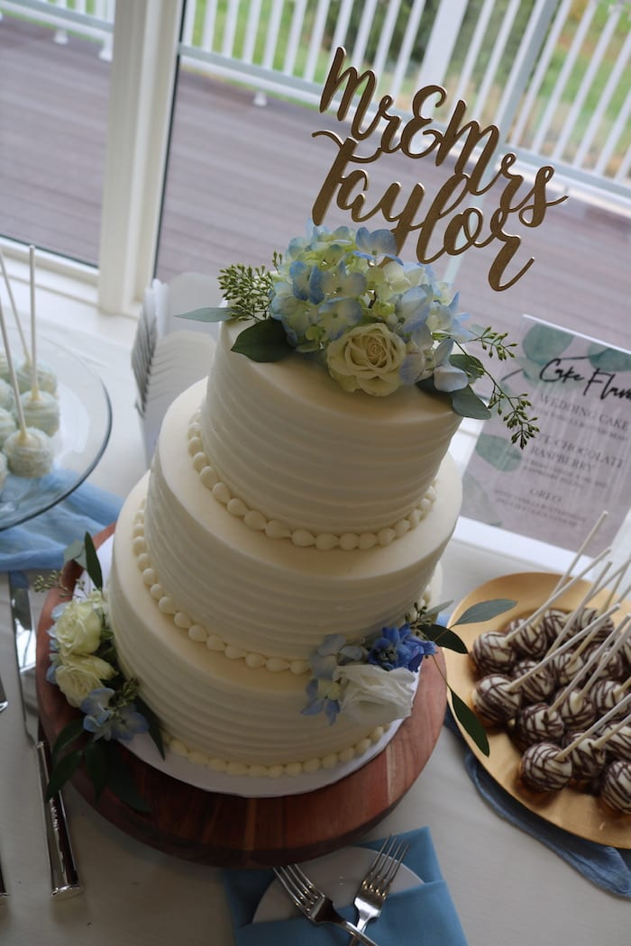 Wedding Cake at Cooper Creek | 3 Sweet Girls Cakery