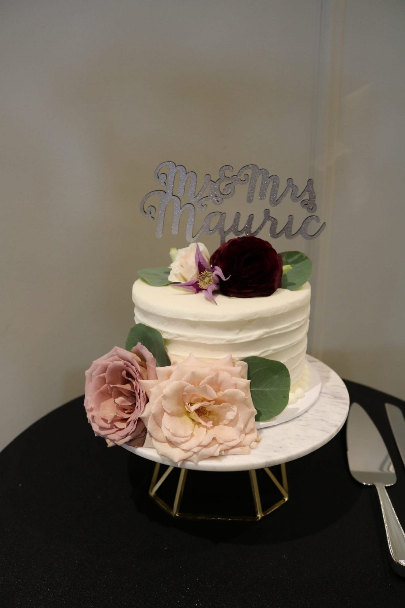 Wedding Cutting Cake with Fresh Flowers | 3 Sweet Girls Cakery